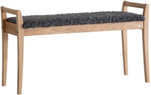 På billedet ser du variationen Meja, Bænk med fåreskind, Træ fra brandet Oscarssons Möbel i en størrelse Lakeret egetræ i farven Imiteret fåreskind mørkegrå