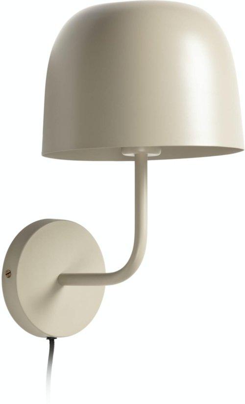 På billedet ser du variationen Alish, Væglampe fra brandet LaForma i en størrelse H: 35 cm. B: 23 cm. L: 18 cm. i farven Beige