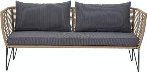 På billedet ser du variationen Mundo, Sofa til udendørsbrug fra brandet Bloomingville i en størrelse H: 72 cm. B: 74 cm. L: 175 cm. i farven Brun