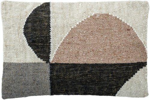 På billedet ser du variationen Gigi, Pude, Bomuld fra brandet Bloomingville i en størrelse B: 40 cm. L: 60 cm. i farven Multi