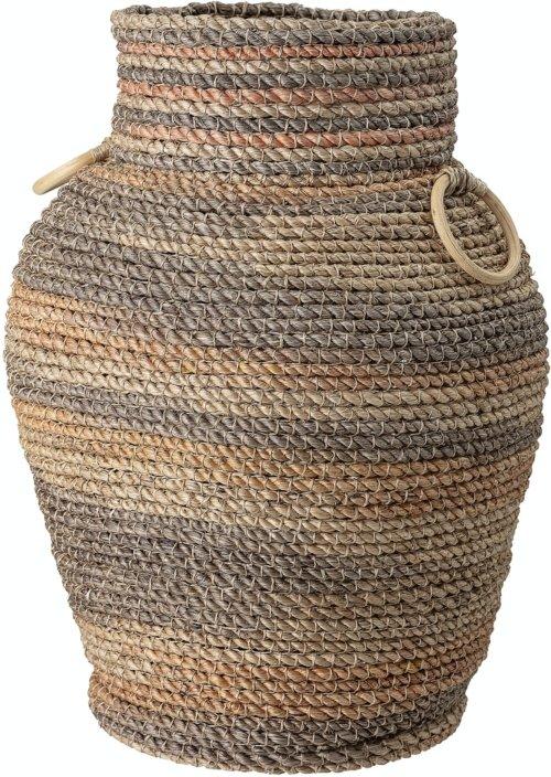 På billedet ser du variationen Jina, Kurv, Abaca fra brandet Bloomingville i en størrelse D: 39,5 cm. H: 53,5 cm. i farven Multi