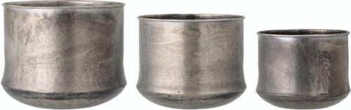 På billedet ser du variationen Ilio, Urtepotteskjuler, Messing, Metal (Sæt á 3 stk.) fra brandet Bloomingville i en størrelse D: 44,5 cm. H: 35 cm. i farven Messing