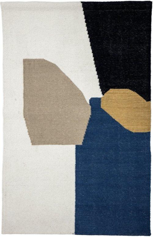 På billedet ser du variationen Gytti, Vægdekoration, Uld fra brandet Bloomingville i en størrelse H: 140 cm. L: 90 cm. i farven Multi