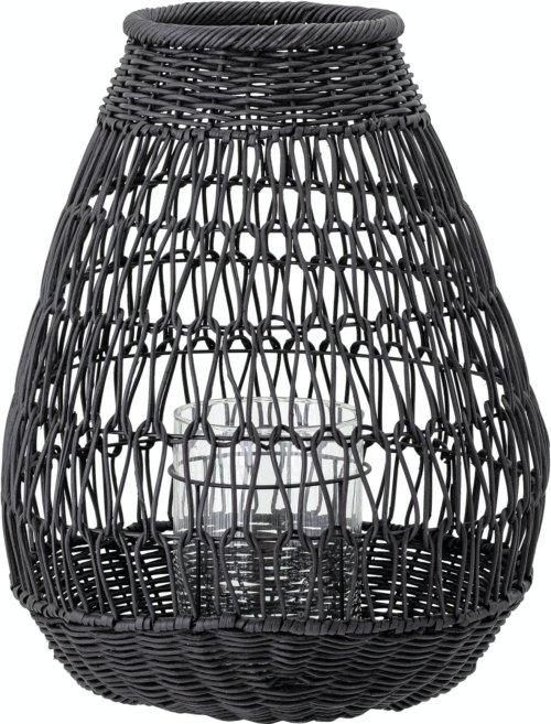 På billedet ser du variationen Eira, Lanterne m/Glas, Sort, Rattan fra brandet Bloomingville i en størrelse D: 35,5 cm. H: 45,5 cm. i farven Sort