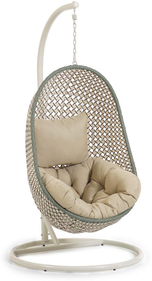 På billedet ser du variationen Cira, Udendørs hængestol med stativ fra brandet LaForma i en størrelse H: 197 cm. B: 105 cm. L: 105 cm. i farven Grøn