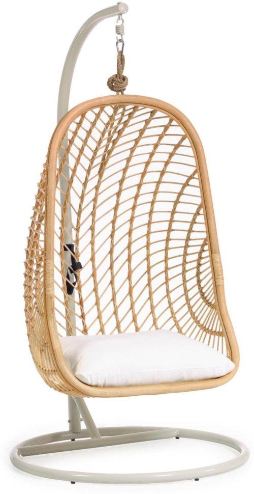 På billedet ser du variationen Ekaterina, Udendørs hængestol på fod fra brandet LaForma i en størrelse H: 197 cm. B: 105 cm. L: 105 cm. i farven Natur/Hvid
