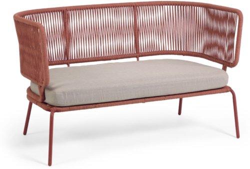 På billedet ser du variationen Nadin, Udendørs 2-personers sofa fra brandet LaForma i en størrelse H: 80 cm. B: 135 cm. L: 65 cm. i farven Lyserød