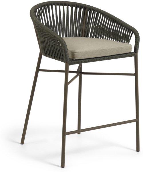 På billedet ser du variationen Yanet, Udendørs barstol fra brandet LaForma i en størrelse H: 85 cm. B: 55 cm. L: 50 cm. i farven Grøn